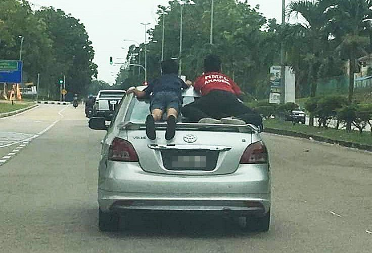Atas Kereta , budak atas kereta , Taman Scientex , Pasir Gudang , Polis , Polis Johor
